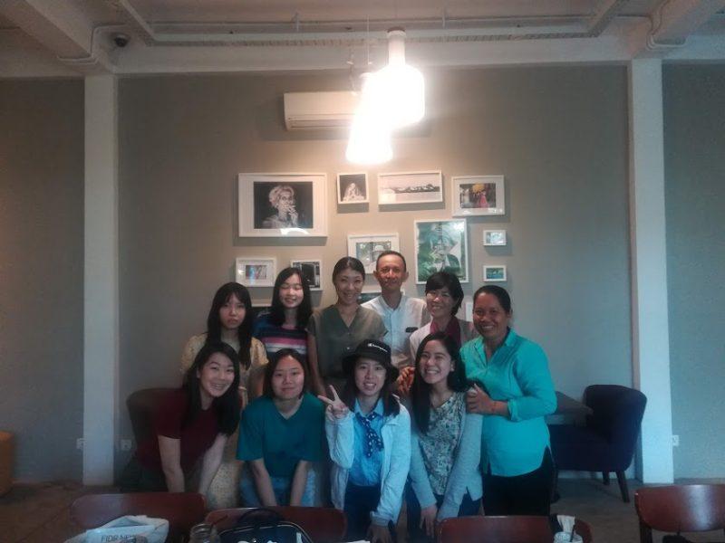 早稲田大学の学生とミーティング後に記念撮影