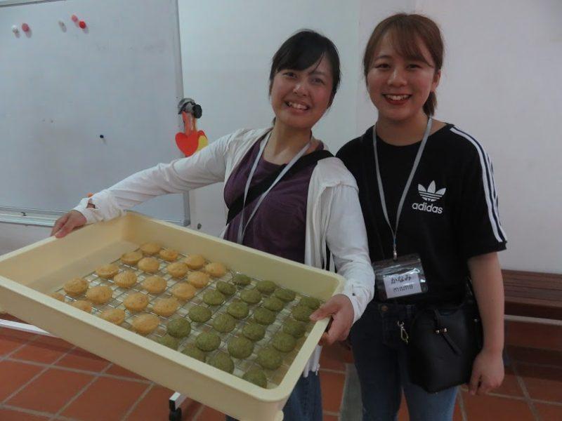 カンボジアの食材で栄養価の高い蒸しパンを作る