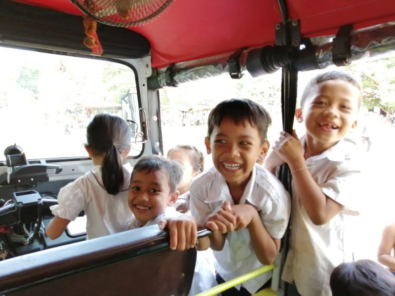 カンボジアダチョウ小学校の子どもたち